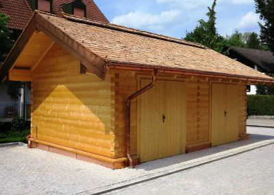 Garage in Square Block Construction with Shingles Made of Larch